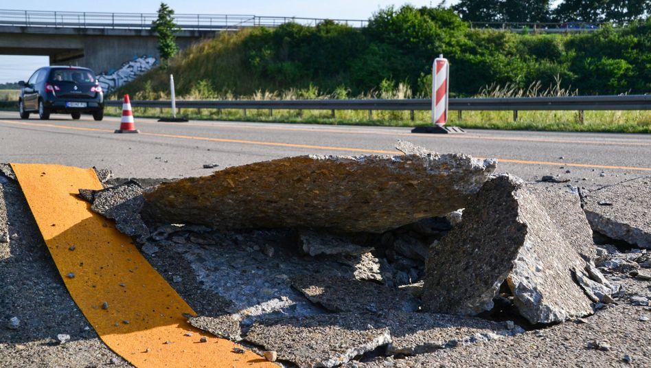 Wegen der großen Hitze ist eine Betonfahrbahn auf der A5 in Baden-Württemberg aufgebrochen (Archivbild)