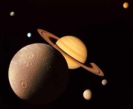 Saturn und seine Monde: Rotiert langsamer als gedacht