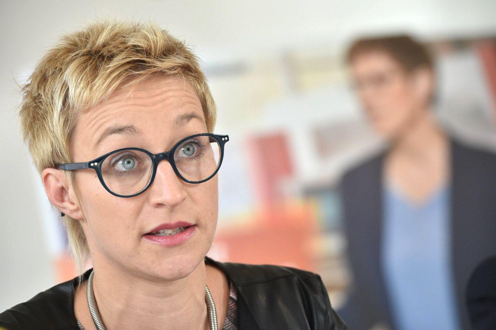 EINMALIGE VERWENDUNG Nadine Schön