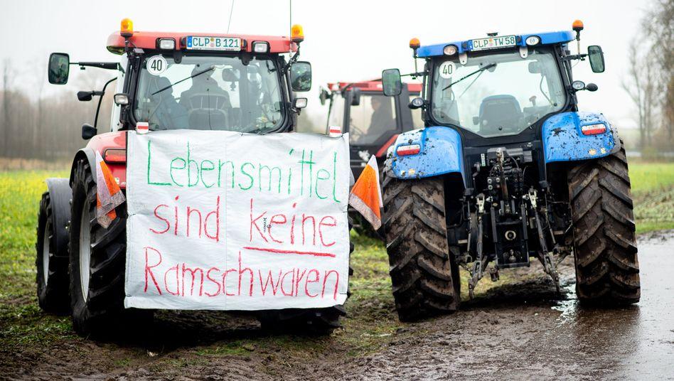 Protest von Bauern vor dem Lidl-Zentrallager in Cloppenburg