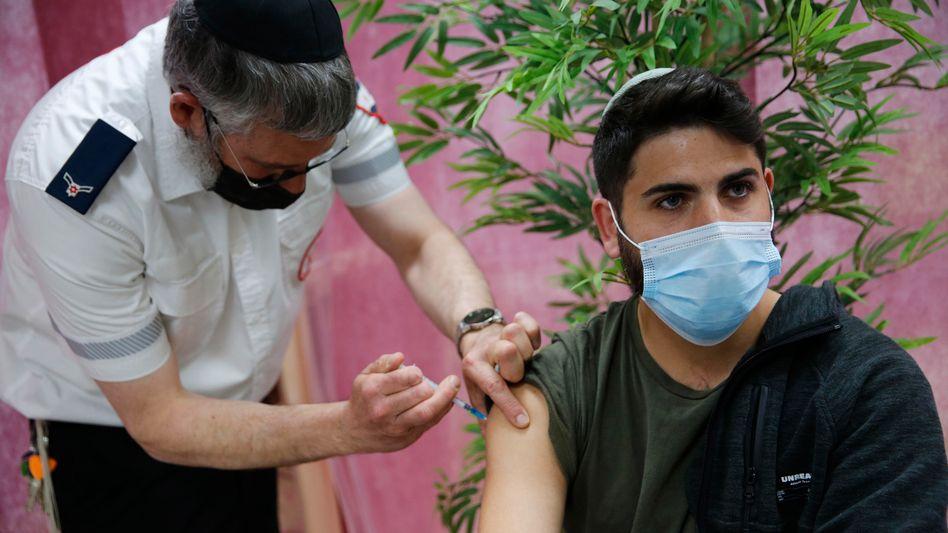 Impfung gegen das Coronavirus in Israel (im März): 56 Prozent der Bevölkerung sind bereits vollständig geimpft