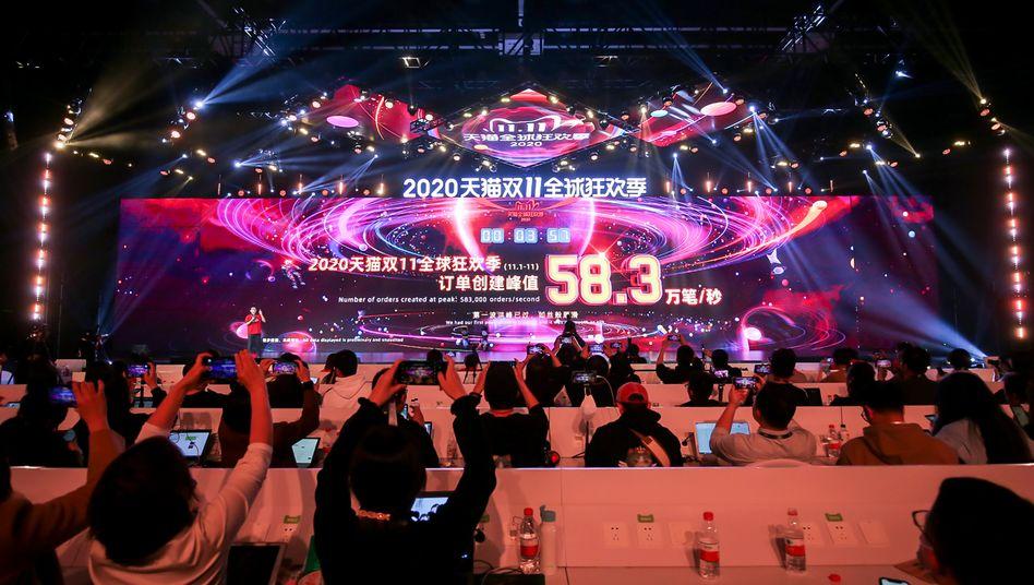 Verkaufszahlenverkündung am Singles Day in einem Medienzentrum in Hangzhou, China, 11. November 2020