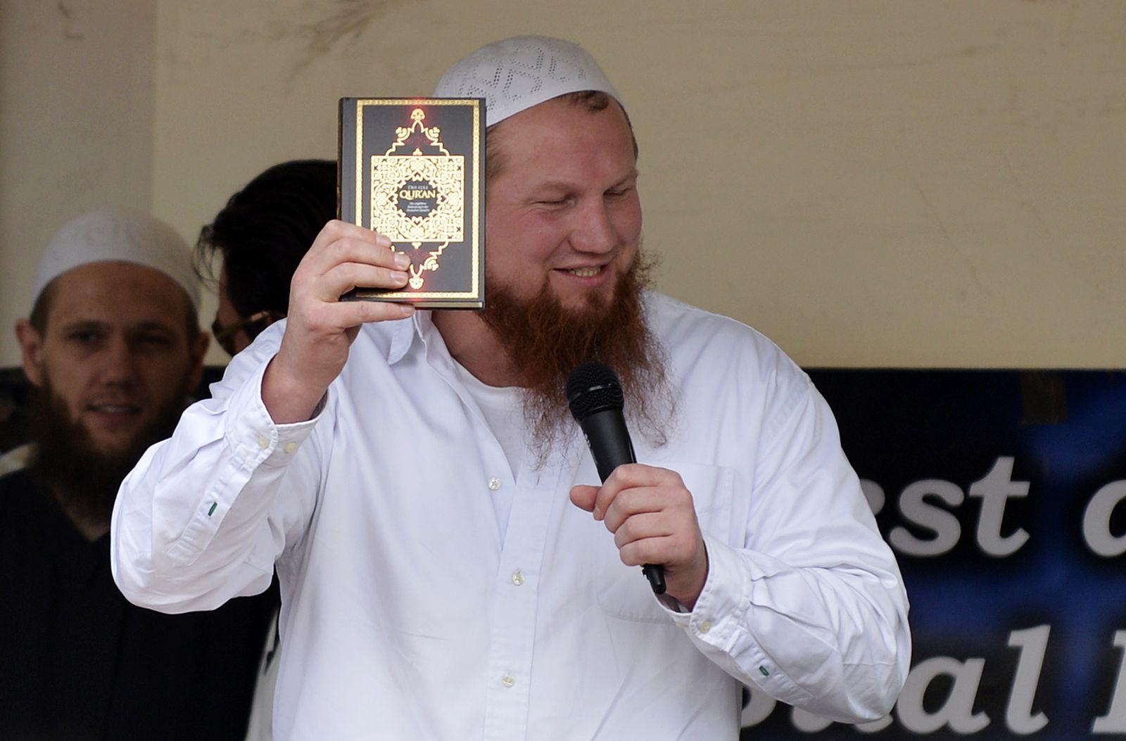 NICHT VERWENDEN Islamprediger Pierre Vogel