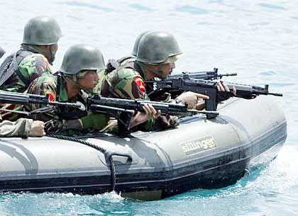 Indonesische Soldaten: Auf der Jagd nach Rebellen