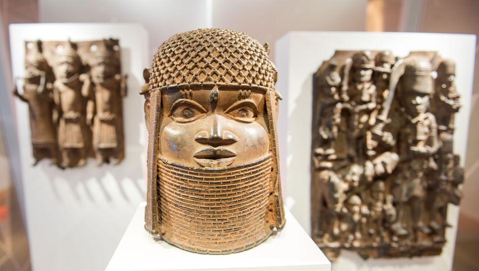 Drei Raubkunst-Bronzen aus Benin (Westafrika) im Hamburger Museum für Kunst und Gewerbe (MKG)