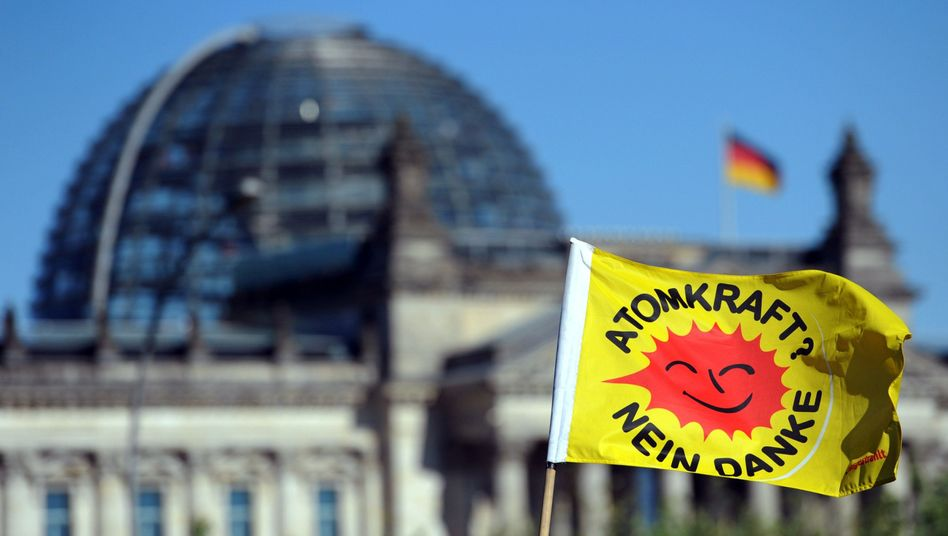 Anti-Atomkraft-Logo (bei einer Demonstration vor dem Reichstag): Absatz boomt