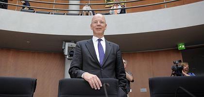 """Commerzbank-Chef Blessing im Ausschuss: """"Mutige Strategie"""""""
