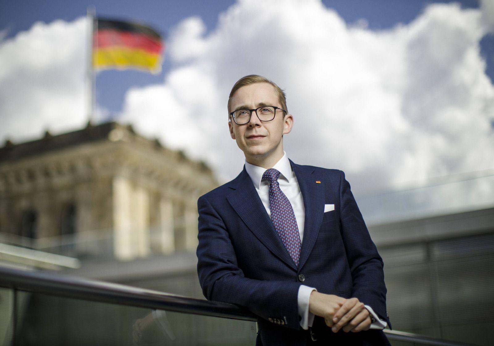 Philipp Amthor, Mitglied des Deutschen Bundestages, CDU, posiert fuer ein Foto. Berlin, 28.05.2020. Berlin Deutschland