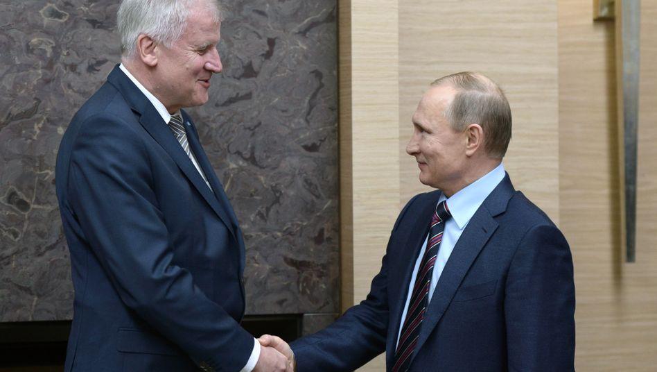 Seehofer und Putin in Moskau: Von den Strafmaßnahmen wegkommen