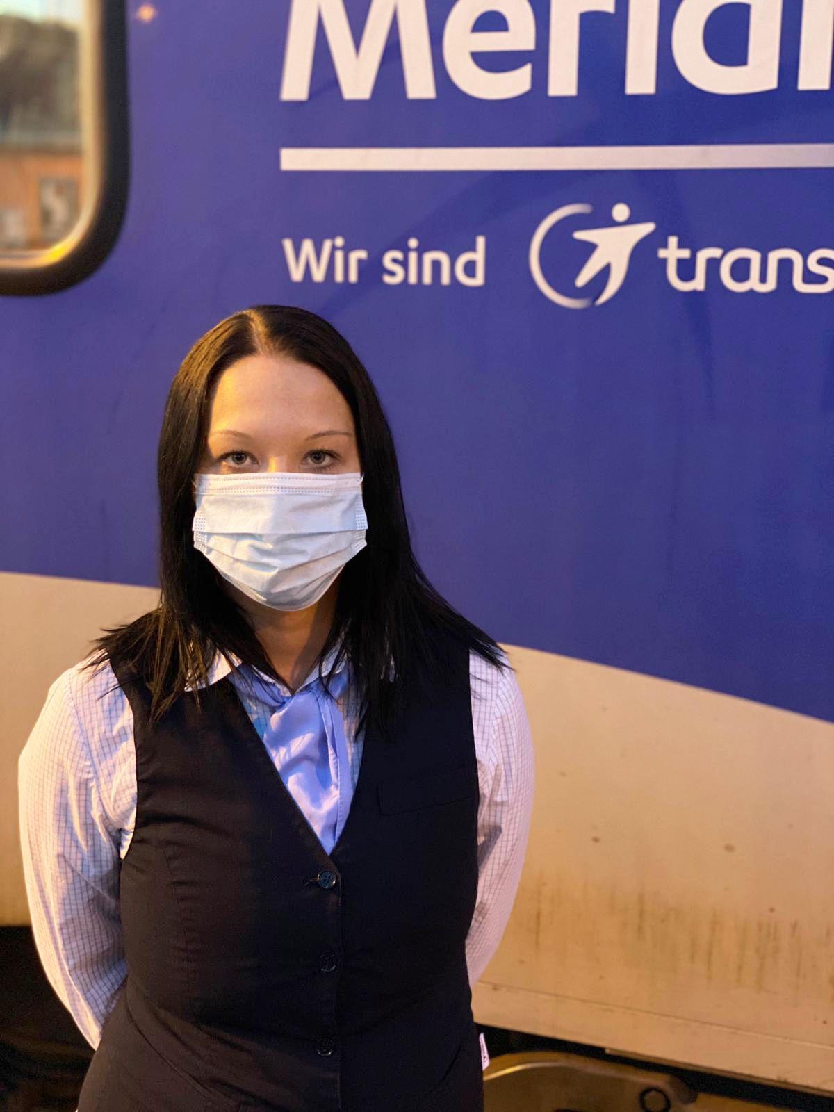 Maskenpflicht im Nahverkehr/ Kontrolleurin