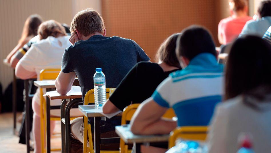 """""""Le Bacb: Französische Schüler brüten über den Abschlussprüfungen, die am Montag begonnen haben"""