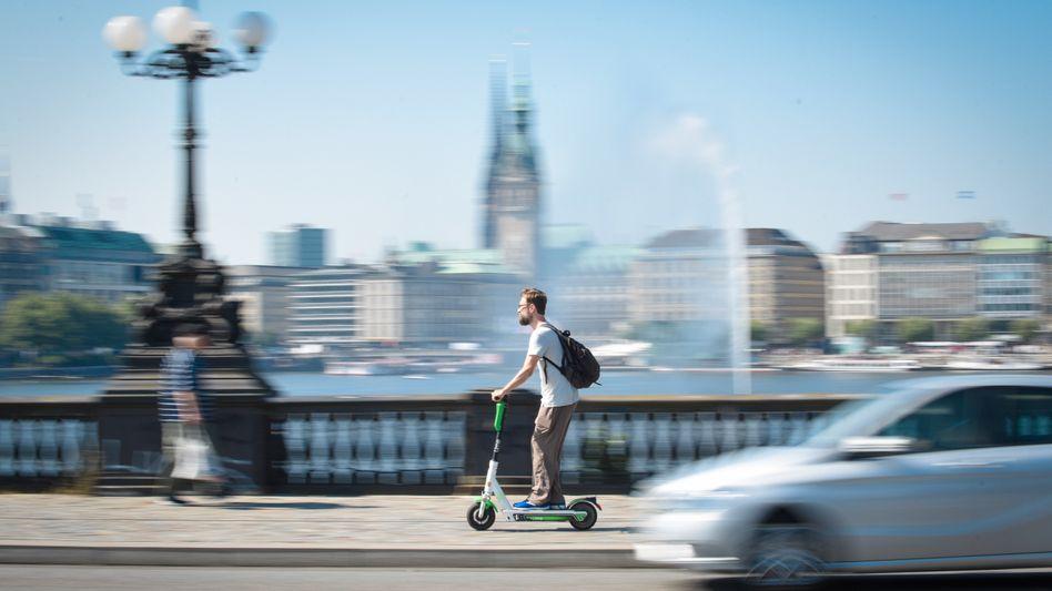 E-Scooter-Test an der Hamburger Alster im Juni 2019