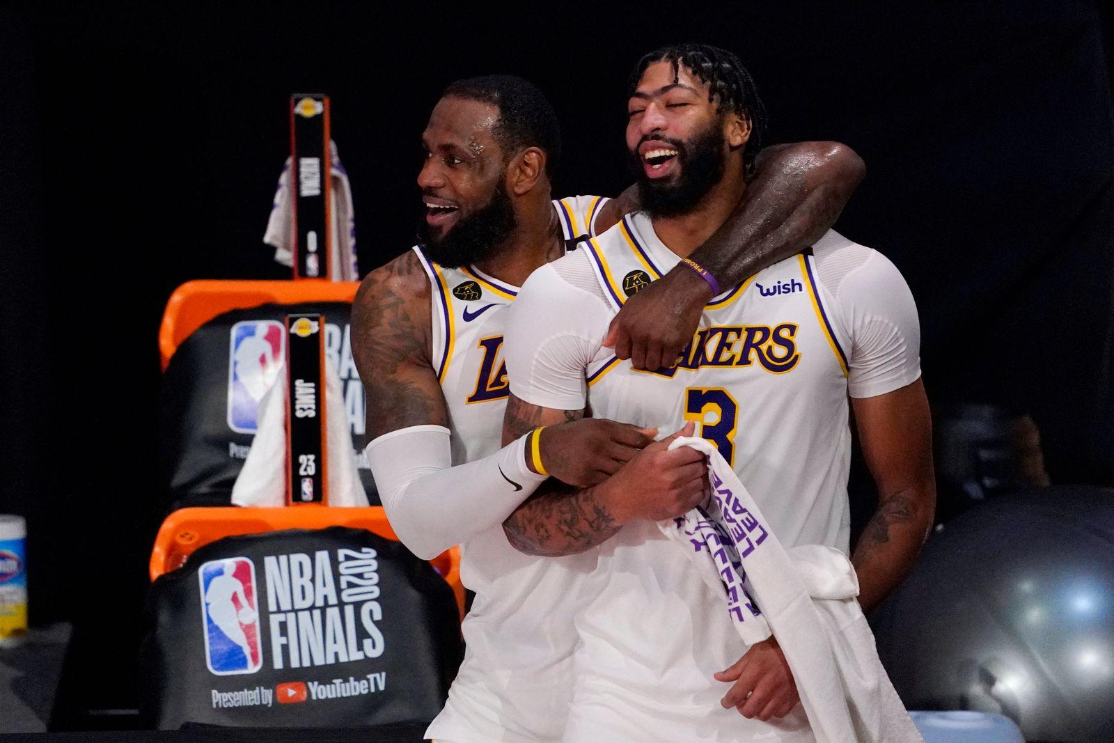 Lakers Davis Basketball