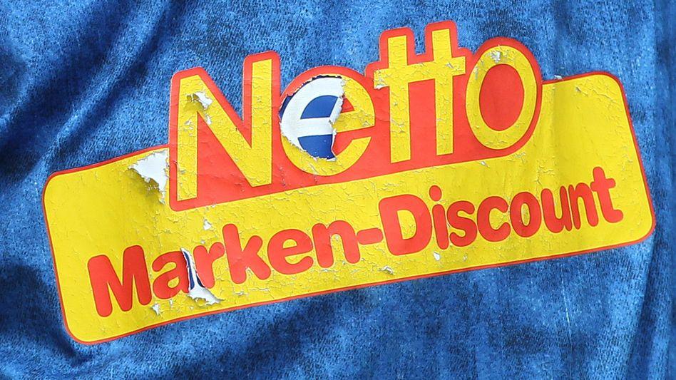 Netto-Logo auf einem Trikot: Umstrittene Werkverträge