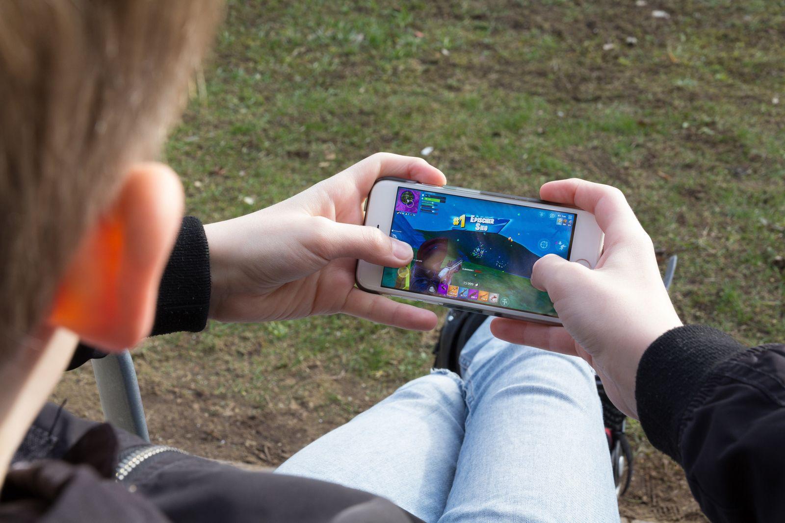 Jugendliche nutzen während Lockdown länger digitale Spiele