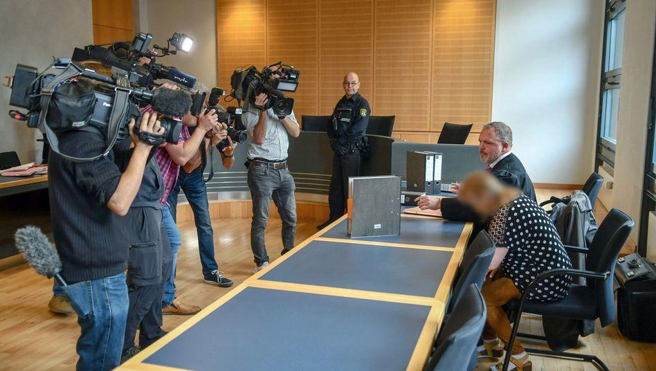 Prozessauftakt im Landgericht Magdeburg: Die 62-Jährige gibt an, ihren Nachbarn aus Notwehr getötet zu haben