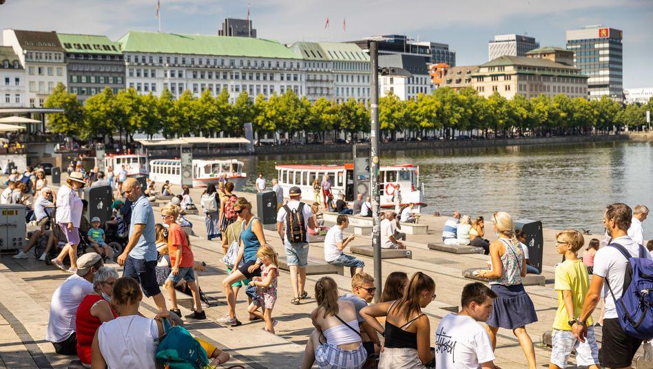 People enjoying the sun in Hamburg