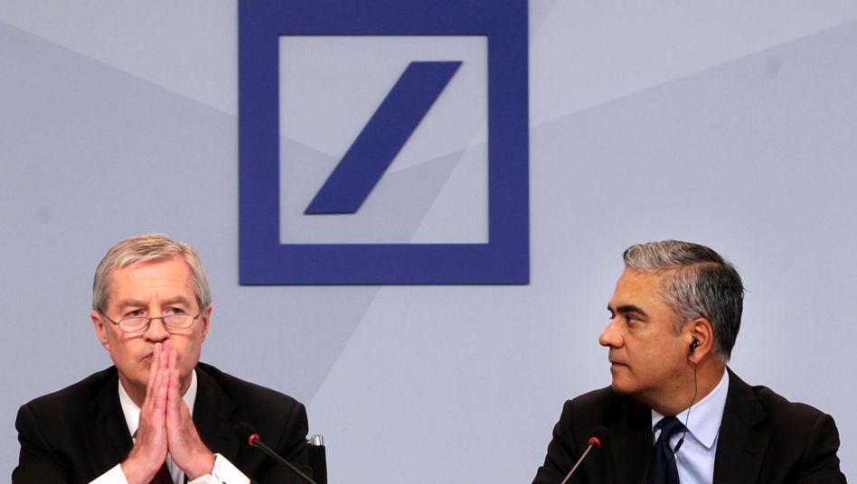 Deutsche-Bank-Chefs Fitschen (l.) und Jain: Die Investoren wenden sich ab