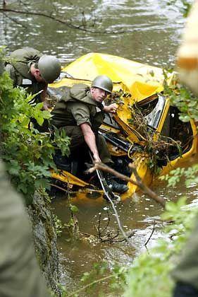 Die Wucht der Wassermassen war im österreichischen Perg so groß, dass selbst Autos mitgerissen wurden