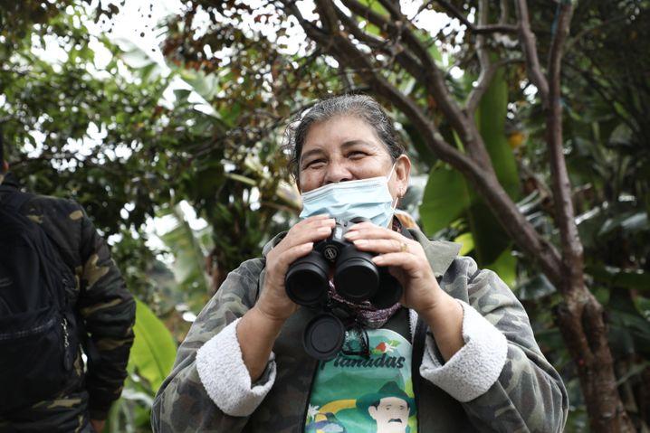 Aracelly Guevara, hier während der Vogelbeobachtung bei Planadas im Mai 2021, hat 20 Jahre bei der Farc verbracht
