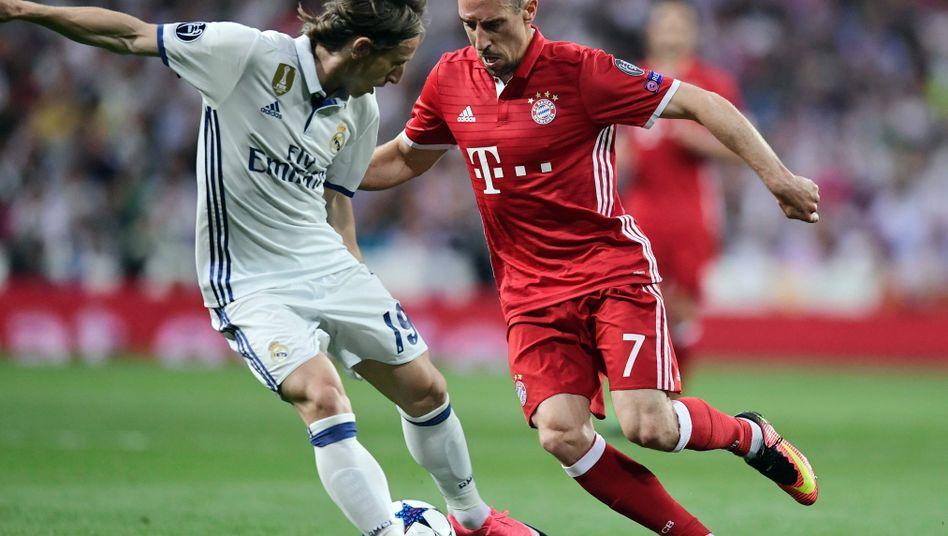 Bayerns Franck Ribéry (r.) gegen Real Madrids Luka Modric im CL-Viertelfinale