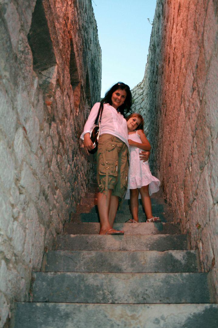 Snezka, 41, lebt mit ihrem Mann und Tochter Pegi Pika, 8, in Ljubljana