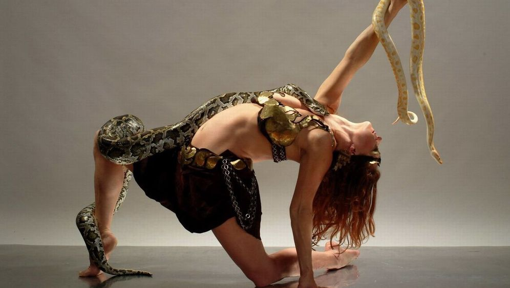 Artistin Nicola Elze: Die mit der Schlange tanzt