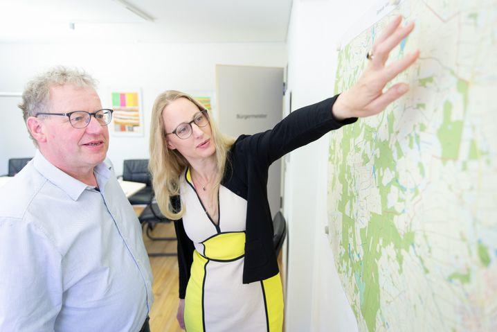 Anna Kebschull und der Bürgermeister von Ankum, Detert Brummer-Bange