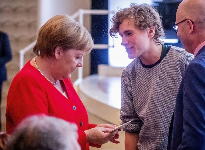 Juni 2019: Bei der Jahreskonferenz des Rates für Nachhaltige Entwicklung übergibt Blasel einen Brief an Kanzlerin Merkel