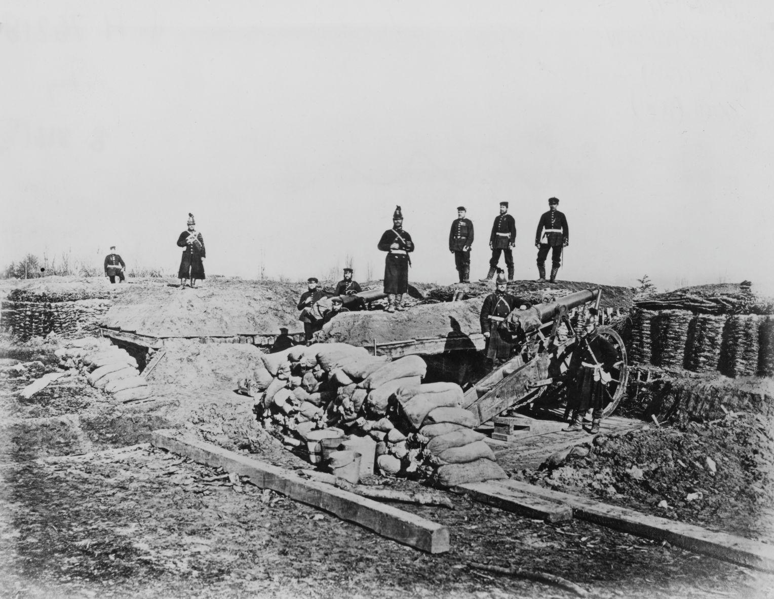 С этой артиллерийской позиции прусская батарея нацелила свои орудия во время осады Парижа (фото от 1 октября 1870 г.).  Фото: Архив Халтона / Getty Images