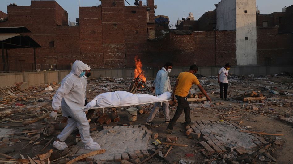 Leichnam eines Coronatoten in Indien: Die schwerste Tragödie seit der Teilung