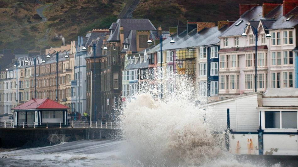 """Brandung in Aberystwyth in Wales: """"Es gibt keinen Masterplan"""""""