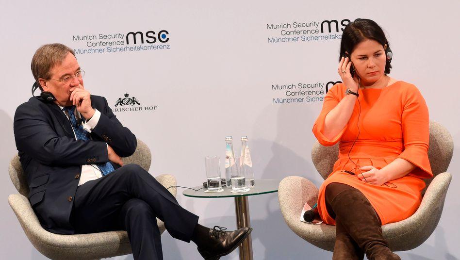 Annalena Baerbock und Armin Laschet bei der Münchner Sicherheitskonferenz im Februar 2020: Mit Laschet hätten die Grünen wohl kein Problem