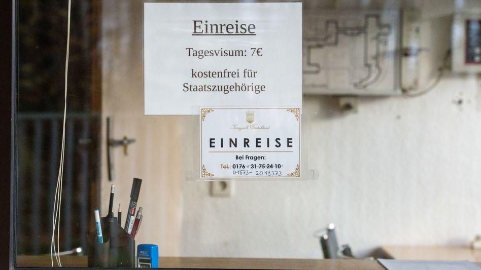 """Einfahrt zum ehemaligen """"Königreich Deutschland"""" (Archiv)"""