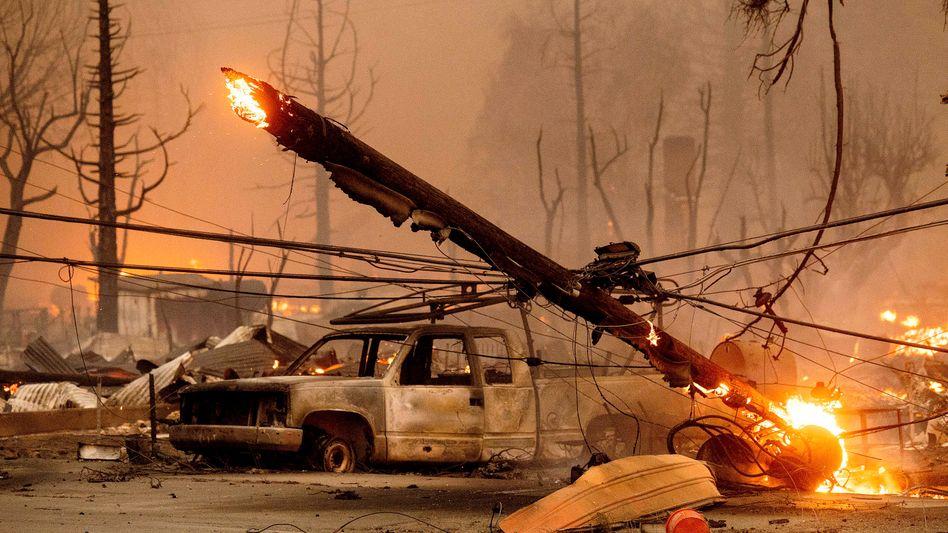Apokalyptische Bilder aus Greenville: Häuser, Autos und Strommasten wurden von den Flammen zerstört