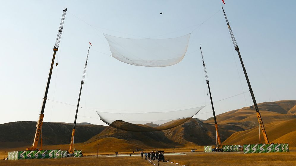 Skydiver Aikins: Ab ins Netz