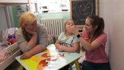 Mutter-Tochter-Beziehung mit Signalwort und Klicker