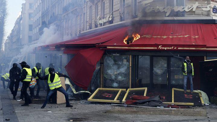 Paris: Ausschreitungen bei Gelbwesten-Protesten