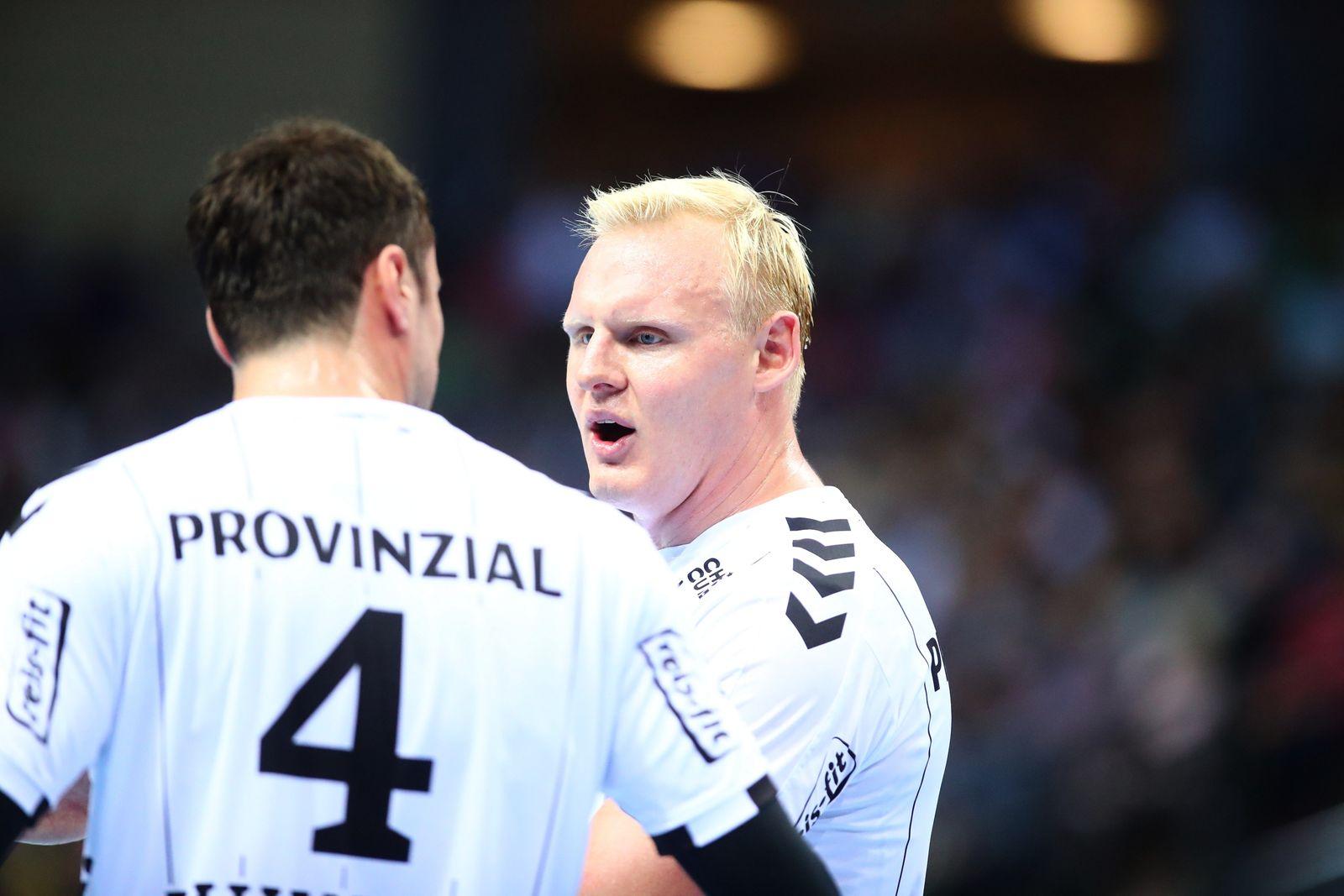 Patrick Wiencek (Kiel, rechts) im Gespraech mit Domagoj Duvnjak (Kiel) HSG Wetzlar vs THW Kiel, Handball, 1. Bundesliga