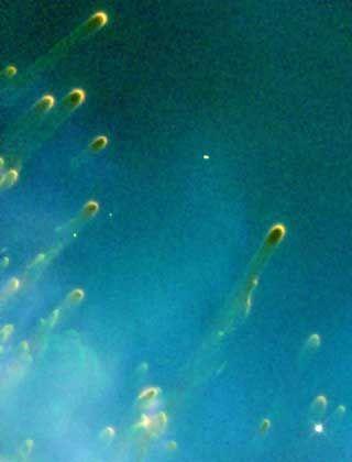 Kometenförmige Wolken im Helixnebel: Zukunft als irrlichternde Planeten?