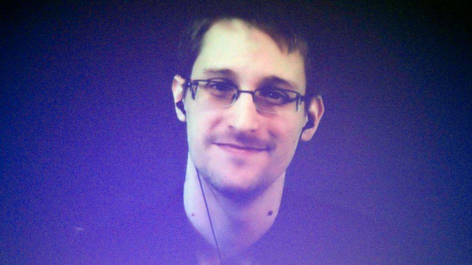 """Edward Snowden (Archiv): """"Politischer Fehler"""""""