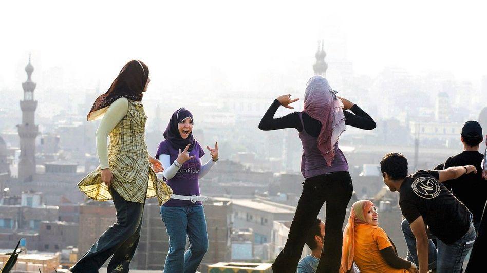 Junge Ägypter in einem Park in Kairo
