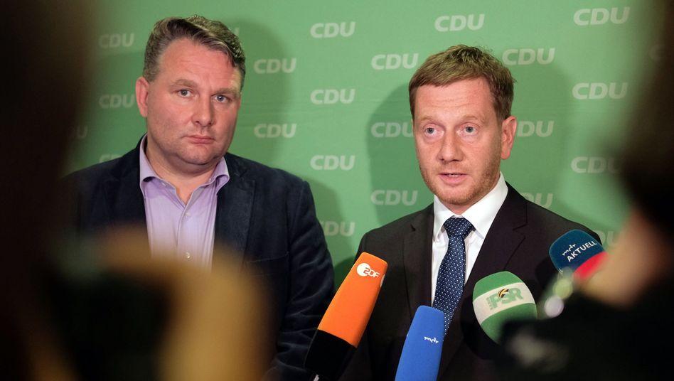 Sachsens Ministerpräsident Kretschmer, CDU-Landtagsfraktionsvorsitzender Hartmann, (l.): Vertrauen gewinnen