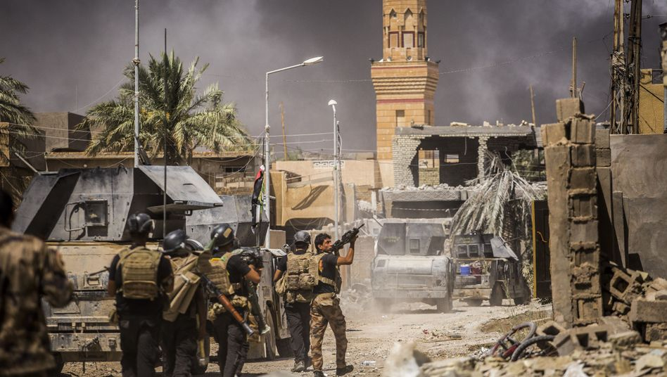 Iraqi special forces in liberated Fallujah at the end of June