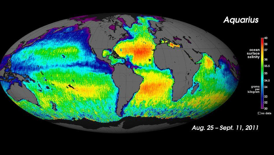 Salzgehalt der Meere: Wasser in den violetten Regionen enthält weniger als drei Prozent Salz; rote Areale sind mit rund vier Prozent am salzhaltigsten.