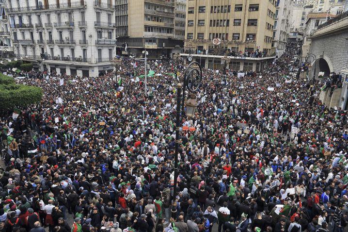 Demonstranten in Algier