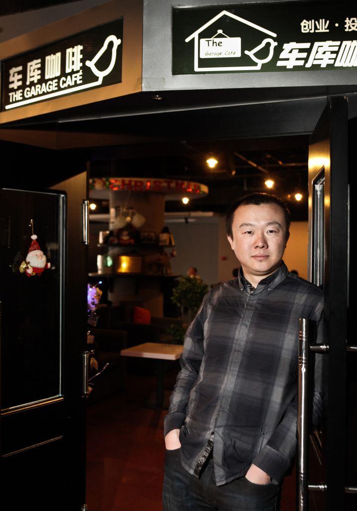 Café-Besitzer Su im Garage Cafe: Gewinner der goldenen Plakette