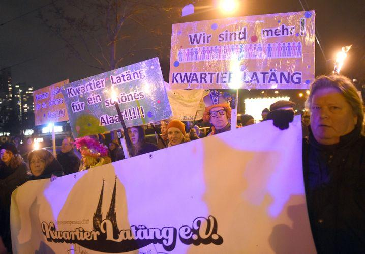 """Demo von Bewohnern des Viertels um den Zülpicher Platz (""""Kwatier Latäng"""")"""