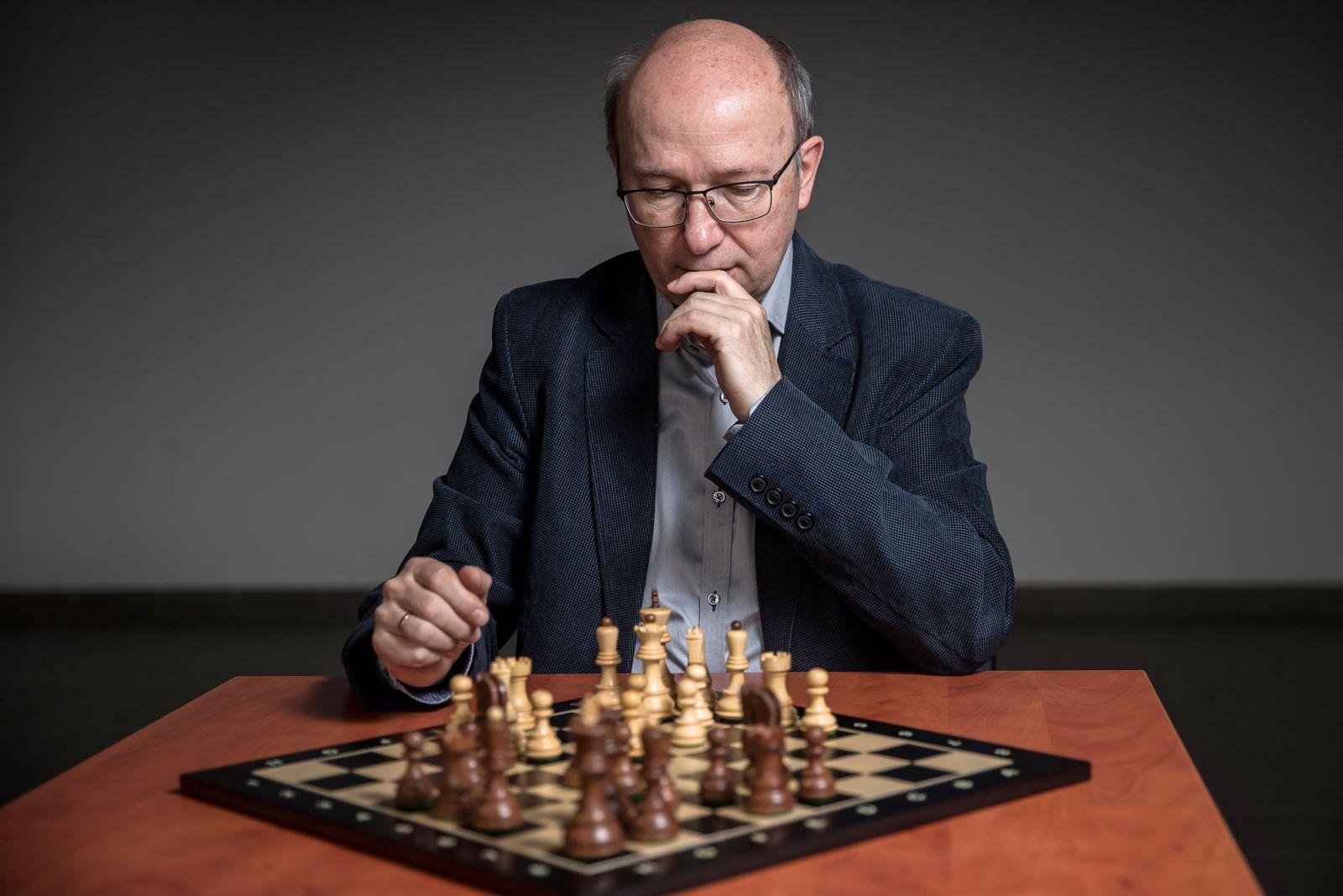 Dr Zbigniew Kokosinski and his diagonal chess in Krakow, Poland - 12 Jan 2021