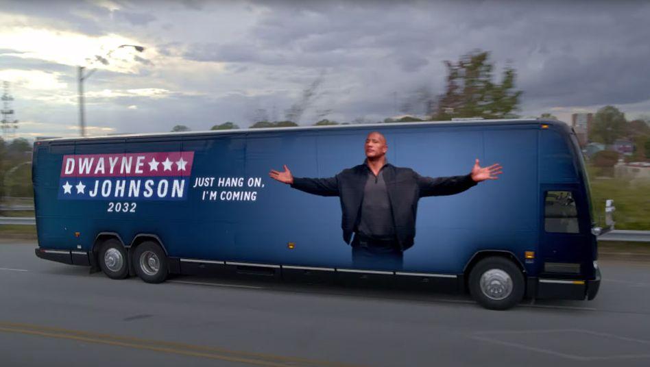Szene aus »Young Rock«: Den Kampagnenbus gibt's schon mal